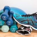 Personal Trainer hilft beim Sport und Abnehmen
